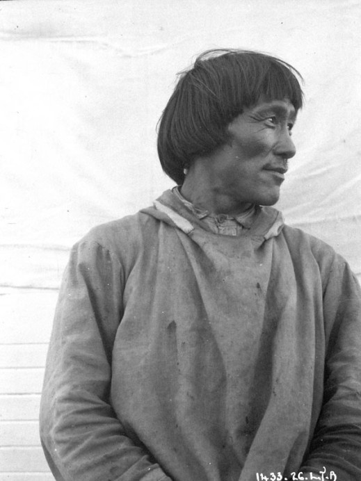 Unidentified man, Chesterfield Inlet (Igluligaarjuk), Nunavut, by Lachlan T. Burwash, Department of Indian and Northern Affairs (MIKAN 3376543)