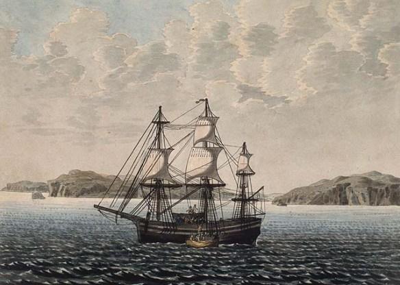 Aquarelle sur papier vélin illustrant, au deuxième plan, le côté bâbord d'un voilier accompagné d'une petite embarcation à rames. Plusieurs îles se trouvent à l'arrière-plan.