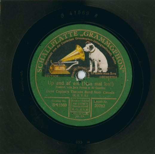 A colour photograph of a record label with the Deutschen Grammophon-Aktiengesellschaft logo of a dog peering into a record player horn.