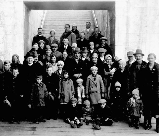 Black and white photograph of a group of immigrants who had arrived at Winnipeg, Manitoba.