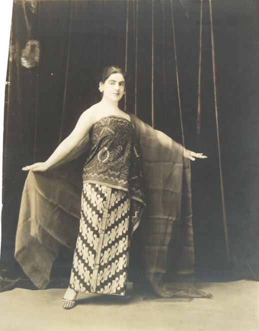 Black-and-white photo of a woman facing the camera and wearing a traditional Javanese dress.